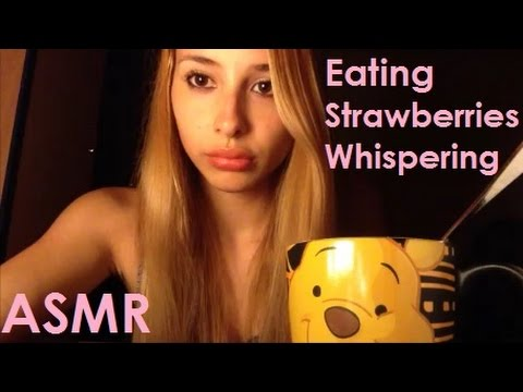 ASMR Whispering and Eating Sounds (Ita)