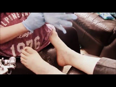 Asmr - I give my mum a foot massage ( cream/ latex gloves sounds) MUMMY123  PAMPER TIME