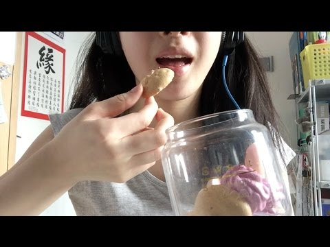 ASMR Eating Meringues! | close crunches and mouth sounds