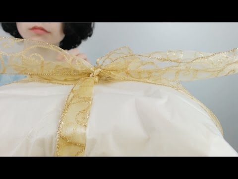 ASMR: Gift wrapping (bubble wrap, tissue paper, tape, tapping)